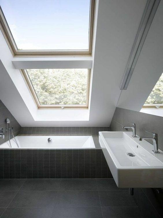 Comment aménager une salle de bain sous les combles : astuces pour ...