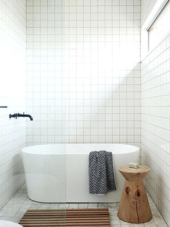 Baignoire îlot petite salle de bain