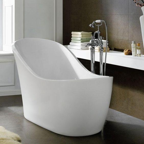 Baignoire sabot dans petite salle de bain