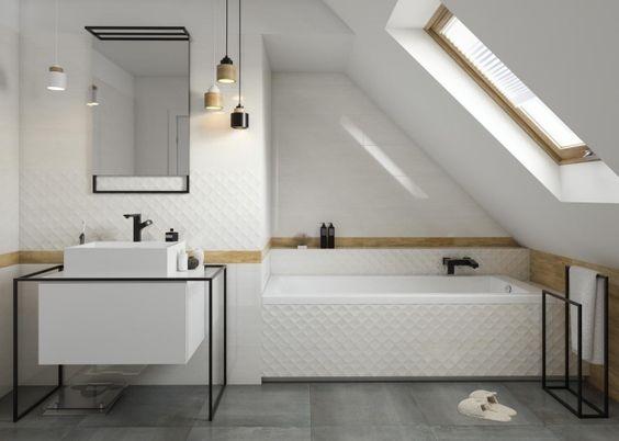 Baignoire sous pente salle de bain sous comble