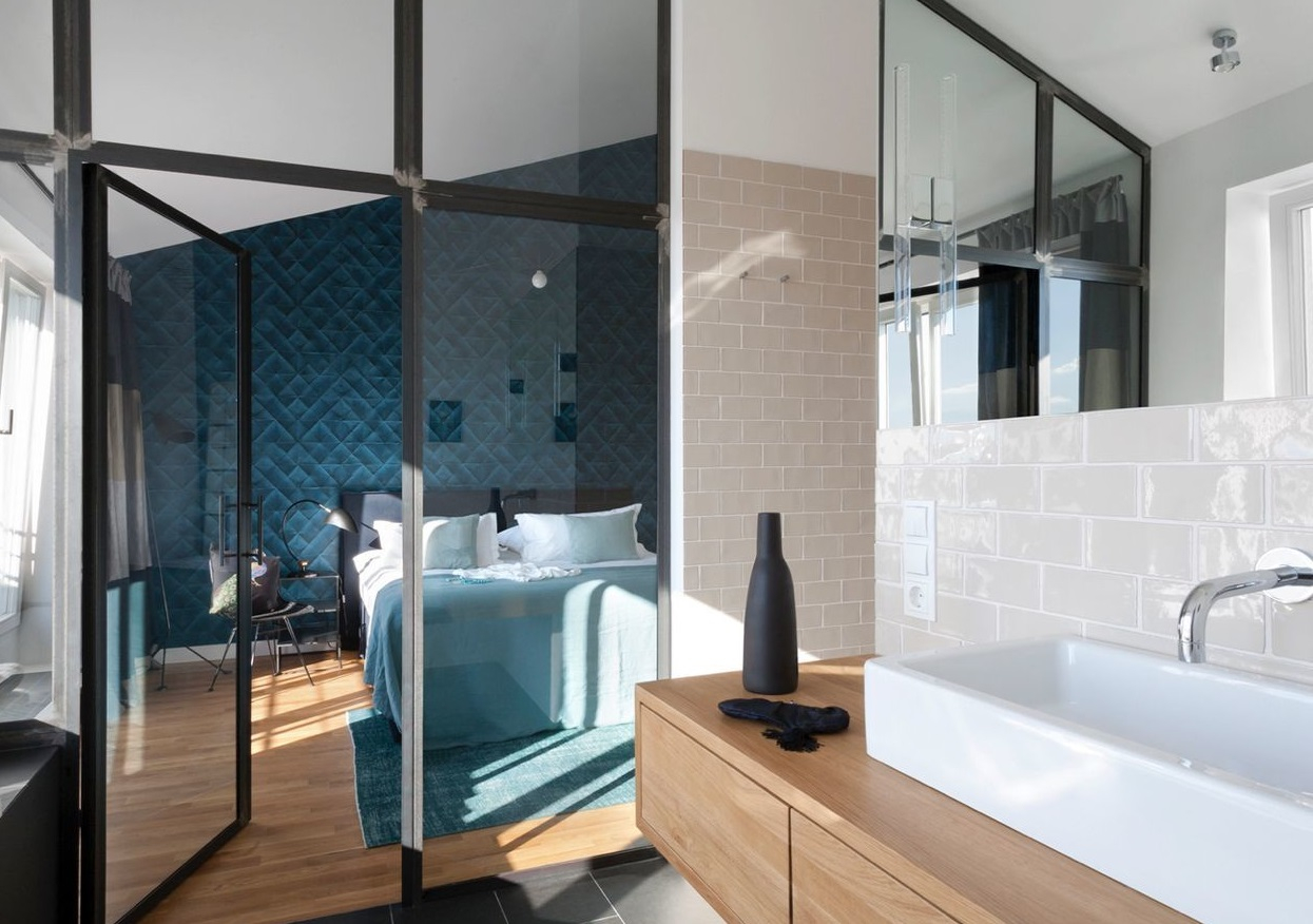 Salle de bain avec douche verrière