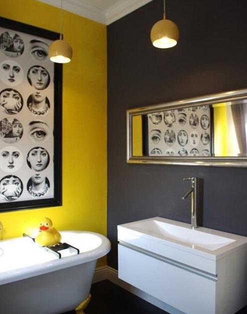Salle de bain jaune et noire