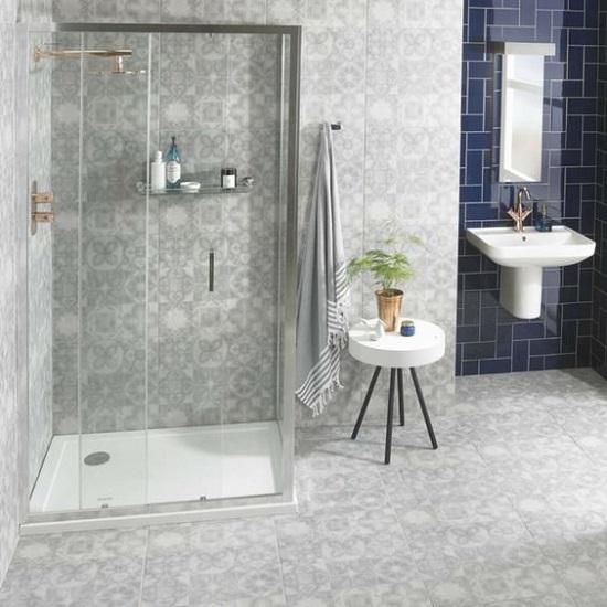 Modèle de douche avec carreaux ciment