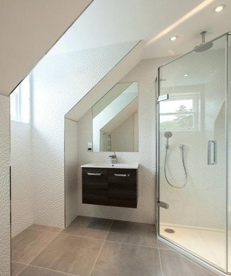 Douche angle salle de bain sous combles