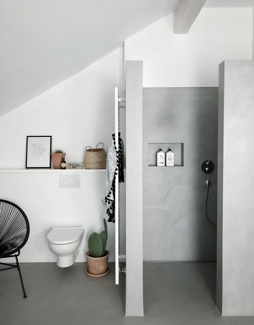Douche italienne maçonnée avec wc suspendu