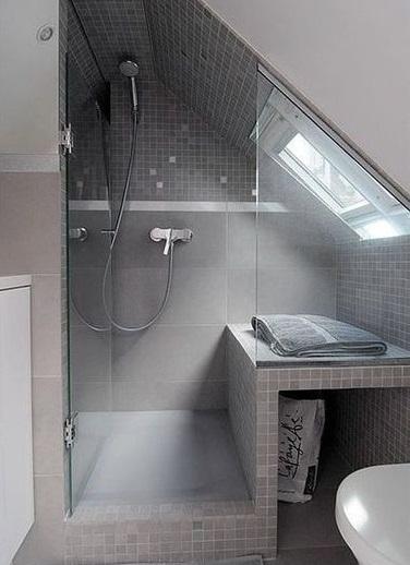 Mettre douche sous mansarde