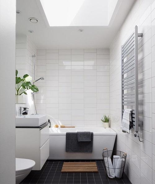 Fenetre de toit salle de bain avec baignoire