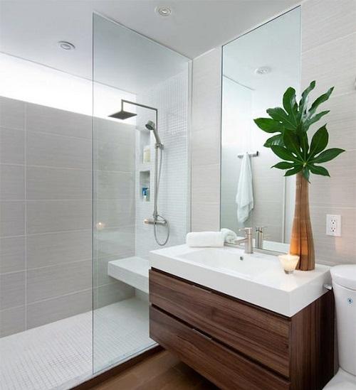 Mettre grande douche dans petite salle de bain