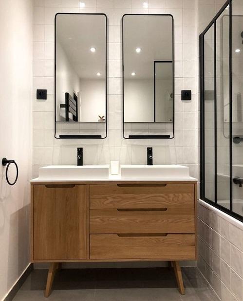 Meuble salle de bain sur pied en bois