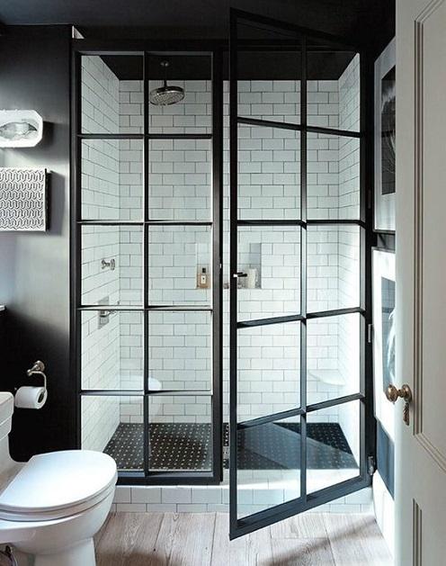 Paroi industrielle type atelier dans une salle de bain