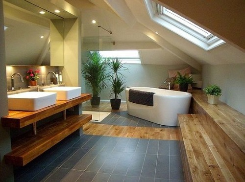 Carrelage et parquet dans salle de bain sous comble