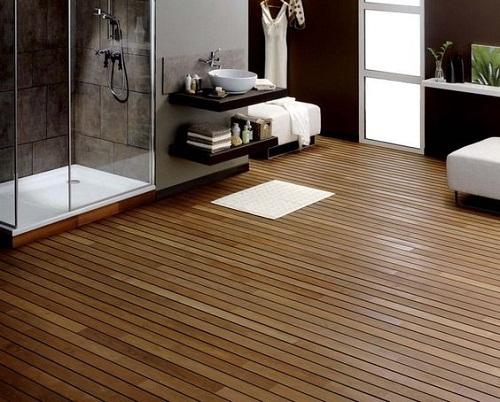Parquet pont de bateau dans salle de bain