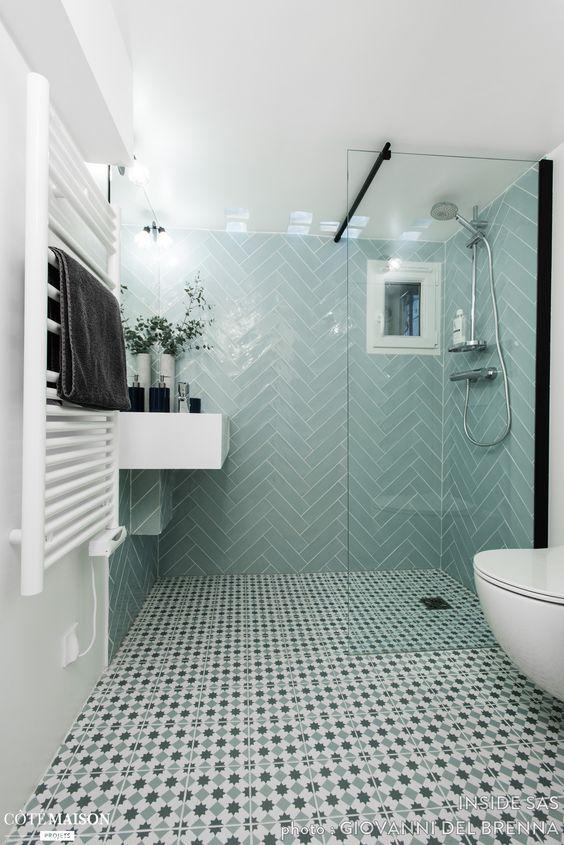 Salle de bain sous sol avec douche