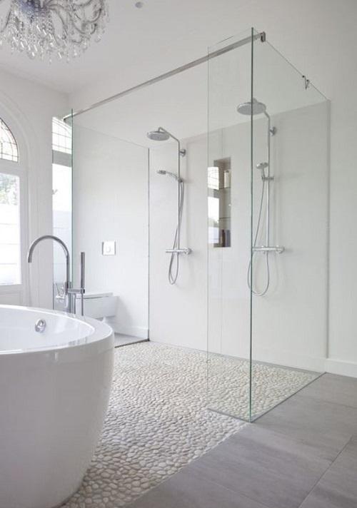 Salle de bain avec douche italienne baignoire ilot