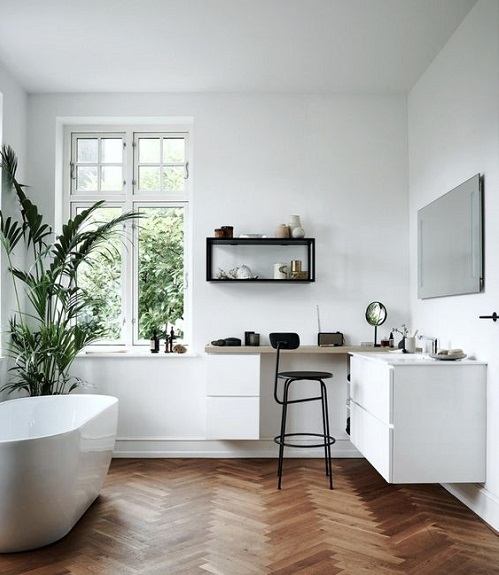 Salle de bain avec parquet chevron