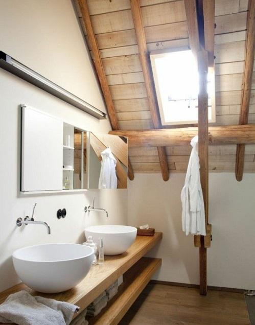 Salle de bain style rustique sous combles