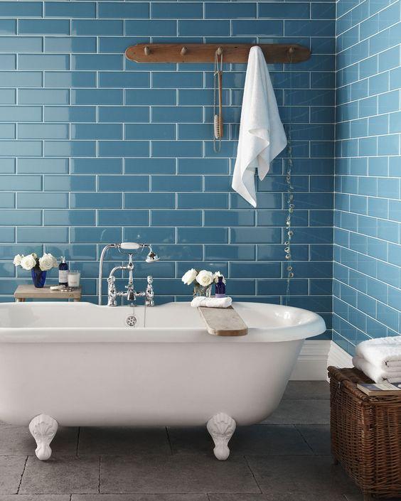 Salle de bain vert foncé