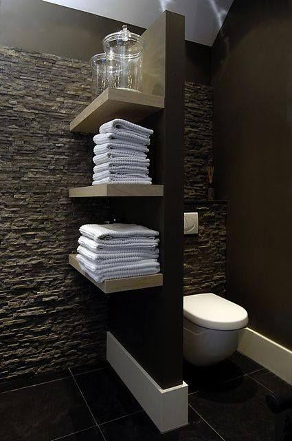 Mettre étagères pour séparer les toilettes