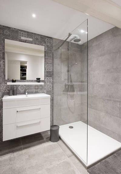 Faire une douche de salle de bain moderne